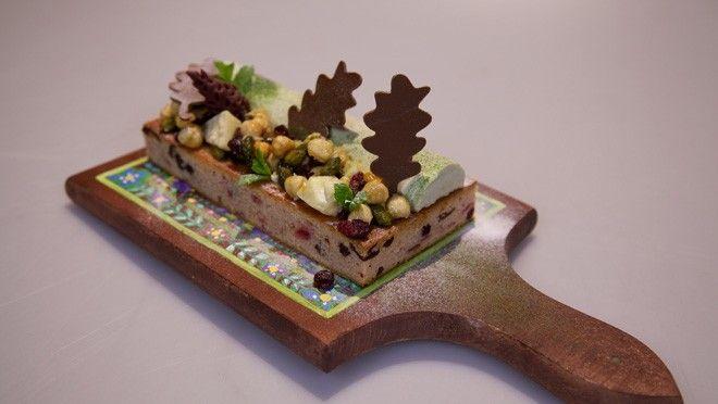 http://www.24kitchen.nl/recepten/cranberry-boskoek  Deze ga ik zeker maken deze december! Waarschuwing: pas op dat je echt dennen neemt (de kerstboom is een spar, en de taxus in je tuin is tamelijk dodelijk).