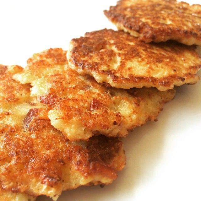 Cauliflower and Bacon Fritters: 2 cups riced cauliflower (I used trader joes frozen riced cauliflower!) 1 egg, beaten 2 strips of bacon, cooked and crumbled 1 tbsp almond flour Salt and pepper Combine all ingredients and fry in a skillet over medium heat about two minutes each side.