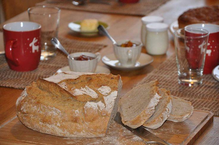 """Actuellement """"pain cocotte sans pétrissage"""" selon Jim Lahey au petit déjeuner...en attendant mon nouveau levain maison."""