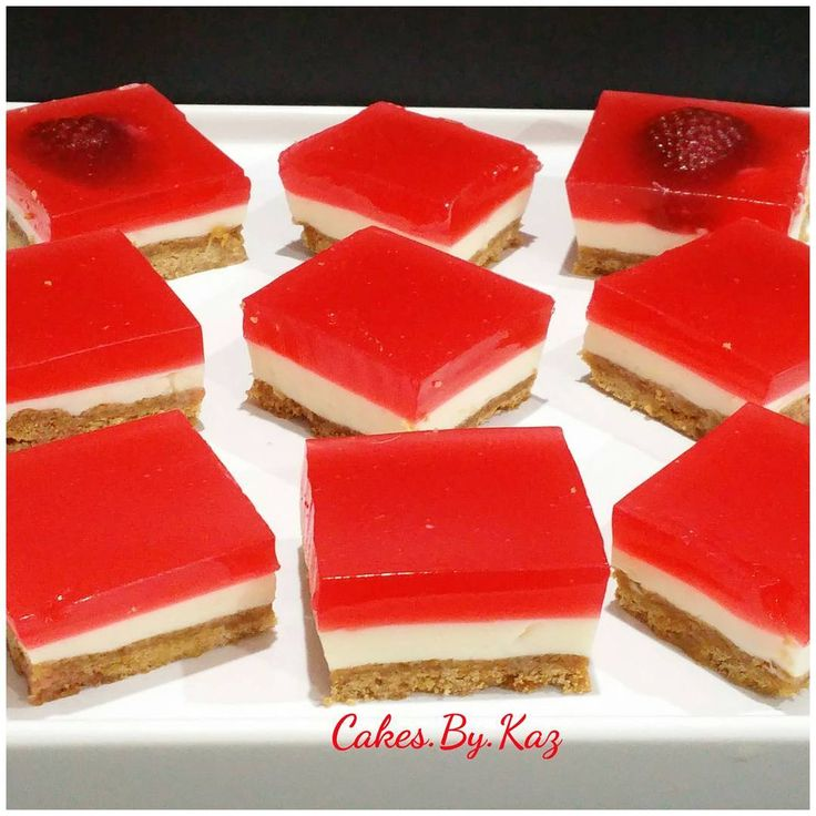 Strawberry jelly cheesecake slice 🍓🍓🍓🍓🍓 #jelly #strawberries Cakes.By.Kaz