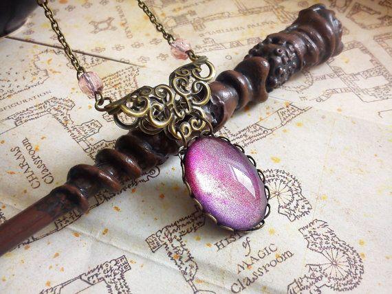 Collier Strawberry  cabochon rose violet par LeManegeSurLaColline