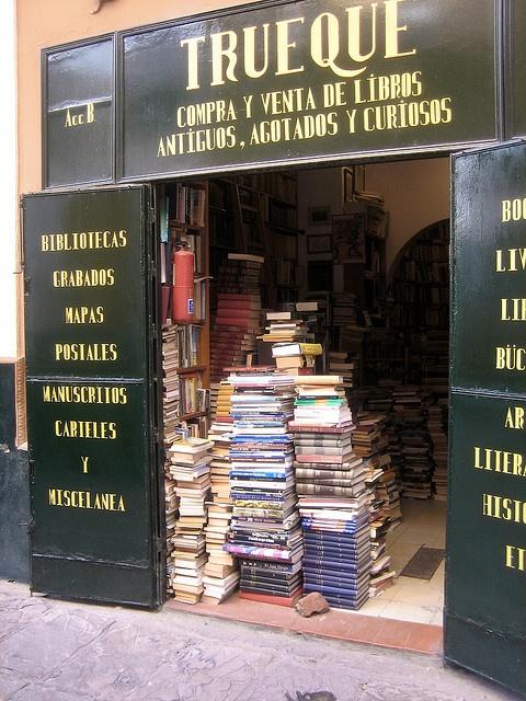 TRUEQUE BOOK SHOP (Barter Book Shop) COMPRA Y VENTA DE LIBROS (buy and sell books) ANTIGUOS, AGOTADOS Y CURIOSO (old, exhausted [out of print] and curious) in Sevilla, Spain