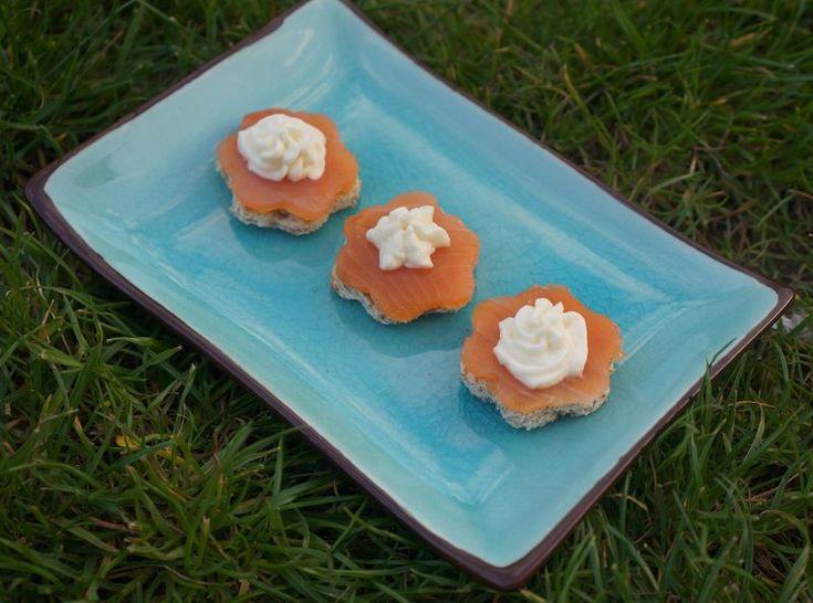 Saumon Fumé at sa chantilly au raifort Smoked Salmon with horseradish chantilly