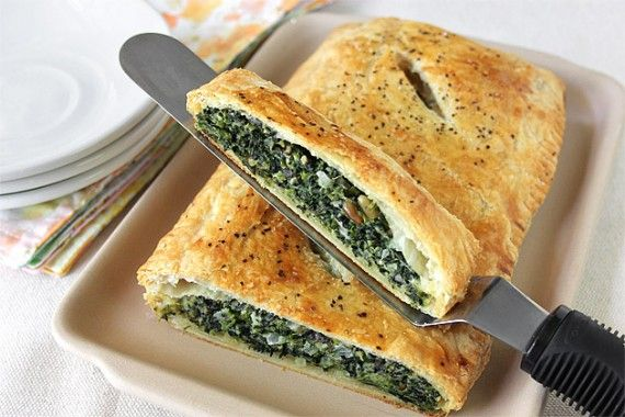 Spinach in Puff PastryMeatless Mondays, Savory Pastries, Food, Vegetarian Recipe, Families Recipe, Meatless Meals, Pound Cake, Spinach Puff Pastries, Spinach Dog
