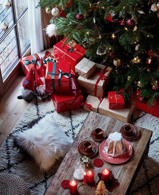 Visite Une déco de Noël au chalet en rouge et bois