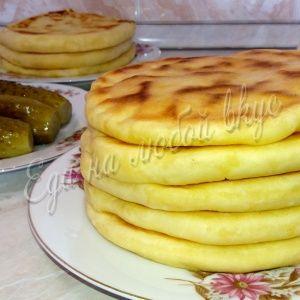 Лепешки на кефире с сыром и картошкой. На сковороде без масла