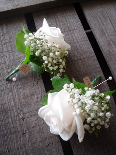 cream 'Vendela' Rose with Gypsophilia & Ivy leaves..love for the father of the bride