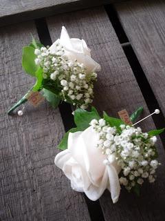 cream 'Vendela' Rose with Gypsophilia & Ivy leaves.