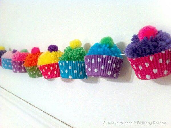 Guirnalda de cupcakes (pompones de lana)