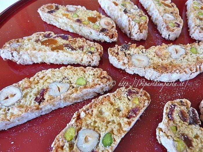 Di pasta impasta: Biscotti secchi con fichi albicocche e frutta secca senza burro