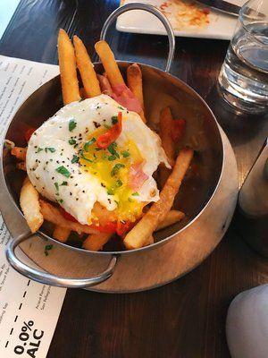 Benedict Fries @ Nighthawk Breakfast Bar! Check out our favorite brunch spot in Los angeles | Best places for brunch in LA | Best Brunch Restaurants in LA #Losangeles #brunch #venice