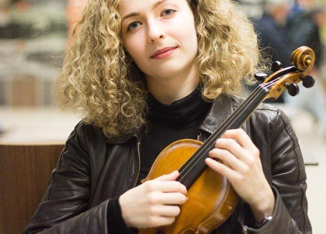 Retrato de la violinista Clara Alonso