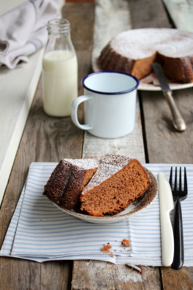 Cake with chocolate coffee (recipe by Rossella Venice) ingredients 180 g of flour 3 eggs 150 g of sugar 150 g butter unsalted seeds 150 g of chocolate milk Coffee 1 tablespoon unsweetened cocoa powder 1 packet of yeast