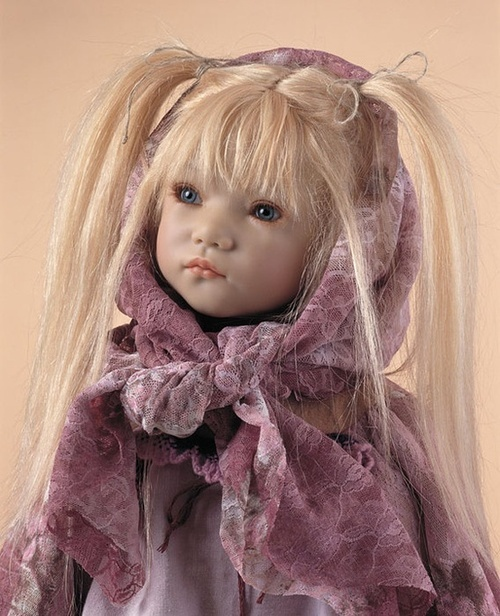 I used to have this doll and I loved her! Don't know where she is now! Bummer!