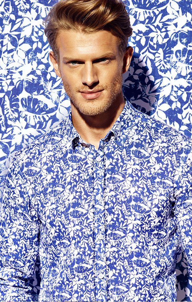 Granatowo biała koszula męska we wzór roślinny