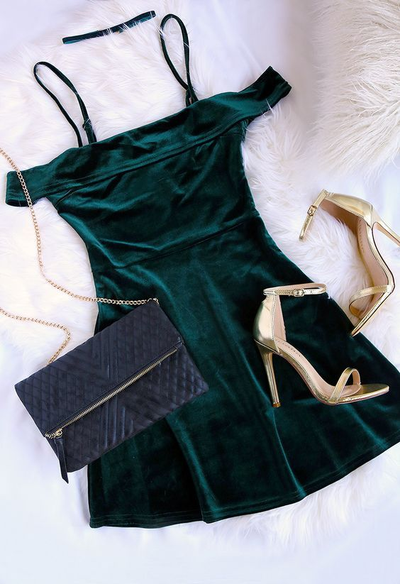 how+to+style+golden+heels+:+bag+++velvet+dress #omgoutfitideas #fashionblog #streetstyle