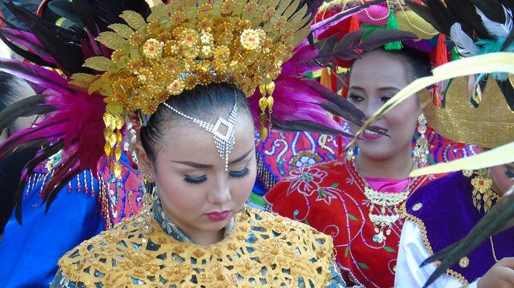Χορεύτριες του συγκροτήματος Setampang Baniah της φυλής Minang της Σουμάτρας-Ινδονησίας.