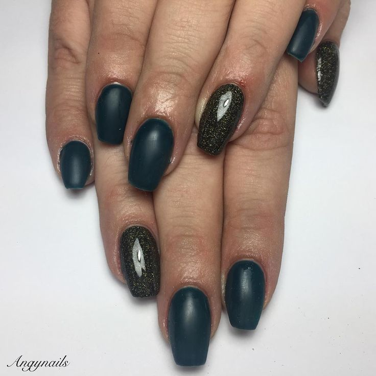 Bottle green Nails!  #Passioneunghie #nails #nail #fashion #style #cute #beauty #beautiful #pretty #girl #girls #stylish #sparkles #styles #glitter #nailart #art #bottlegreen #black #unhas #ongles #blacknails #ongles #love #shiny #onglesengel #nailpolish #nailswag