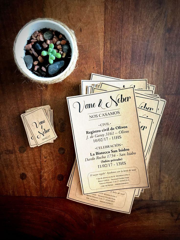 Invitación Papel Madera con tarjeta con los nombres    #Invitaciones #Casamiento #Bodas #Diseñografico #Papeleria #WeddingPlanner #Organizaciondeeventos #Wedding #Desing #Invitacionesdeboda #Blonda #Invitacionconblonda #novios #amor #love #invitation