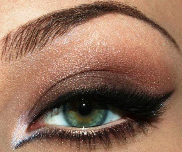 Вечерний макияж зеленых глаз с длинными стрелками ::: onelady.ru ::: #makeup #eyes #eyemakeup