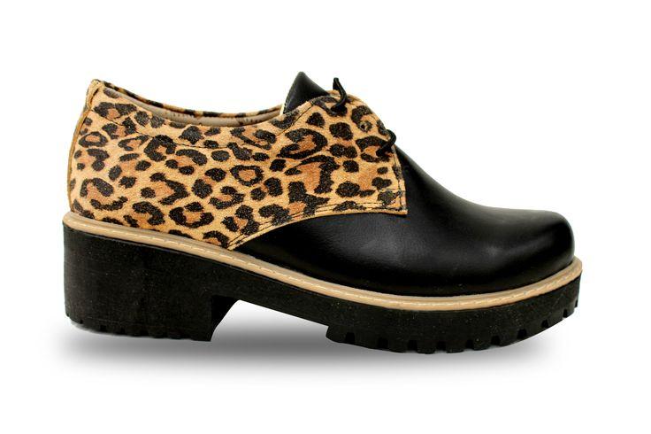 Calzado de cuero negro/ animal print, marca IVANNA exclusiva de VIA ROSMINI.