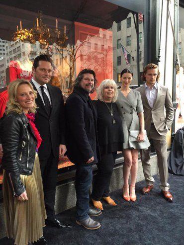 Ventilador de fotos Outlander Elenco en Saks Fifth Avenue de eventos | Outlander Online