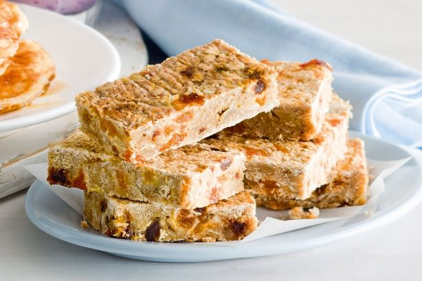 Banana apricot and date oat bar 3 large ripe bananas 3 cups traditional rolled oats 1/4 cup finely chopped dried dates 1/4 cup finely chopped dried apricots 1/4 cup slivered almonds 1 teaspoon ground cinnamon 1 1/2 teaspoons vanilla extract