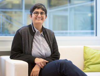 Nikita Dhawan setzt ihren Fokus auf die Bereiche des Transnationalen Feminismus, der Globalen Gerechtigkeit, der Menschenrechte sowie der Demokratie und Dekolonisierung. Sie ist seit kurzem Professorin für Politikwissenschaft an der Uni Innsbruck. (Foto: Andreas Friedle)