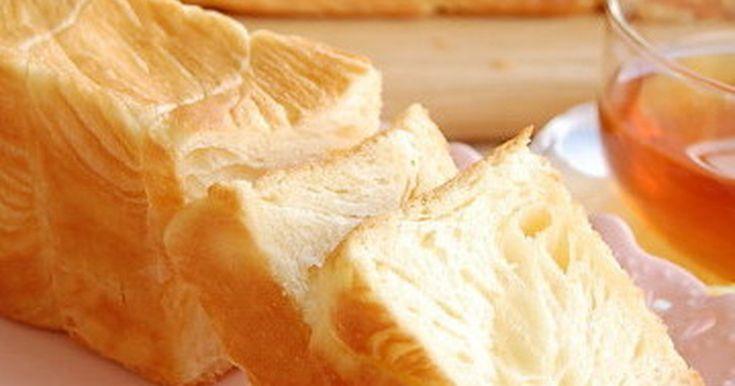 バターを贅沢にたっぷり折り込んだ、高さ6cm、長さ25cmのスリムでロングなデニッシュ生地の食パンです。