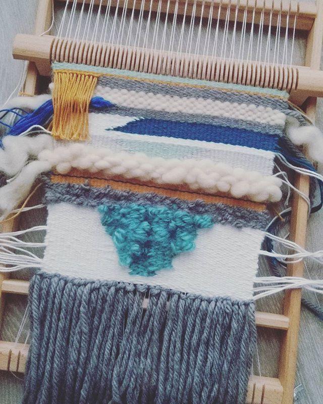 Diy terminé ..maintenant c' est le moment le moins intéressant comme au tricot ..rentrer les fils 😞😞 #weaving #tissage #metieratisser #tissagemural #tissagecontemporain #diy #instadiy #diyproject