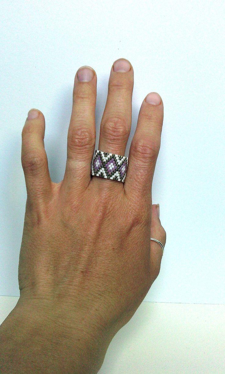 Bague en perles Miyuki blanche, rose et doré tissage peyote amérindienne huichol .Taille 68-69 : Bague par m-comme-maryna