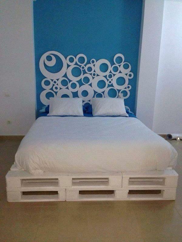 Holzmöbel aus Paletten weiß bemalt bettgestell