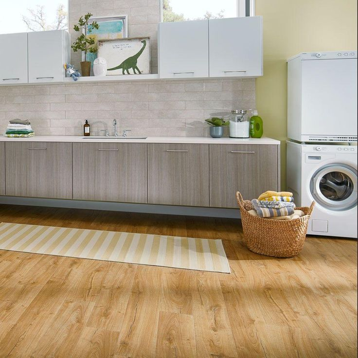 Oak Laminate Flooring Kitchen: Best 25+ Laminate Flooring In Kitchen Ideas On Pinterest