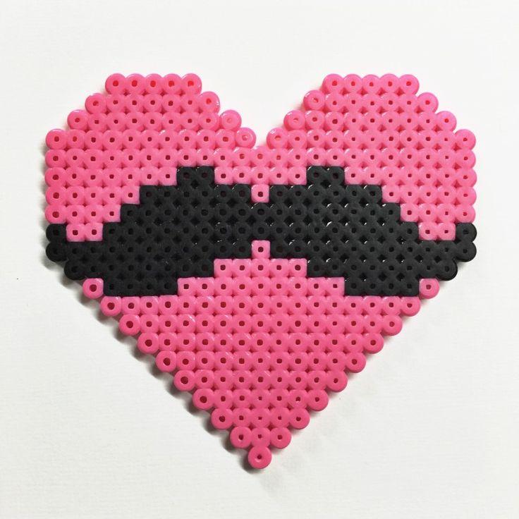 Pärlplattor-hjärta-mustasch
