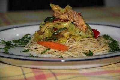 Flor de Sal: Frango exótico salteado com legumes em cama de massa chinesa (Desafio Vaqueiro)