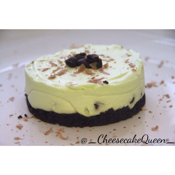 Cheesecake Queen Cheesecakes!  Oreo base with mint cheesecakes and chocolate chips!  http://instagram.com/_cheesecakequeen_/