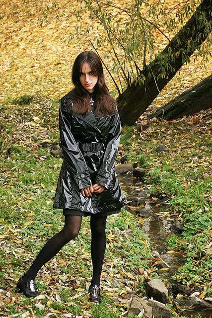 black pvc raincoat pvc raincoat pinterest vinyles et v tements. Black Bedroom Furniture Sets. Home Design Ideas