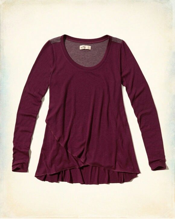 Asymmetrical Hem Easy T-Shirt in the color Burgundy. From Hollister.