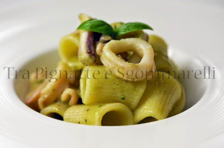 Le mie ricette - Mezzi maniche con calamari e crema di zucchine al basilico   Tra pignatte e sgommarelli