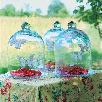 Des cloches en verre peintes de papillons / Glass bell painted butterflies