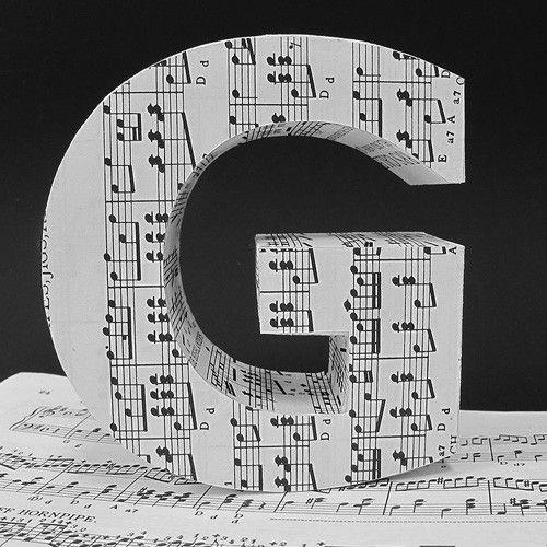 Hadden we deze al getipt? Letters beplakken met muziekbladen. Decoreren maar! www.abcfactory.nl