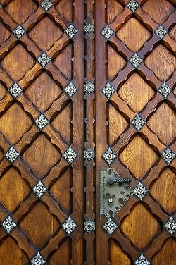 carved door design