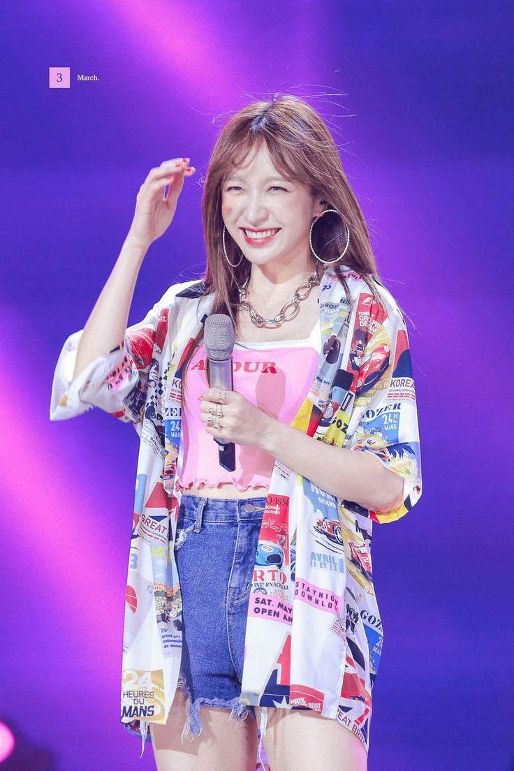 malibu ︎HaniAhnRose on Twitter | Hani, Ahn hani, Fashion