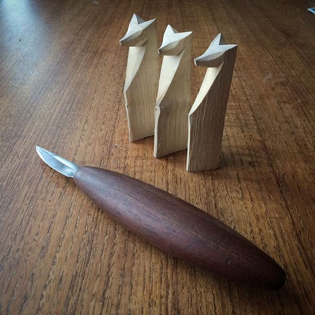 #PinewoodForge short #sloyd knife for #handtoolthursday. I love my Dell Stubbs knives. #saturdayfoxes #fox #figurines #handcarved