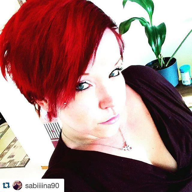 #Repost @sabiiiina90 ・・・ Back to red  #redhead #redhairdontcare #backtored #redaddicted #newhaircolor #hermansamazinghaircolor #cybershop #finnishgirl #2016 #hermansamazing #hermansprofessional @hermansprofessional @cybershopinsta