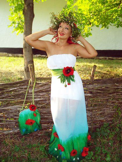 Купить или заказать Платье 'Лето красное' в интернет-магазине на Ярмарке Мастеров. Шифоновое платье в технике нуно-войлок.Внутри (как подкладка)платье-футляр из белого трикотажа! В комплект входи пояс с брошью - цветком мака,можно будет использовать с другими нарядами!Верх платья на широкой резинке!Можно сделать в комплект сумку !