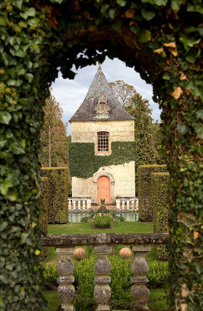 Eyrignac gardens is my most favorite garden in all of France.  In years past you could only tour this garden during a scheduled tour.  Now you may take as long as you like on a self guided tour.