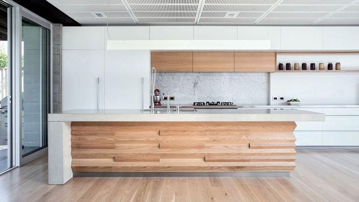 一部に木材を使用することにより、ナチュラルモダンなアイランドキッチンになりました!こんな広いスペースでお料理できるなんて、羨ましい♪