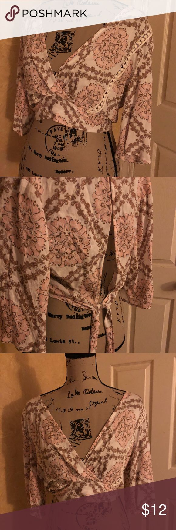 Floral style crop Charolette rouse floral flowy with bell sleeves crop top. Adjustable adorable tie back. Very flattering! Never worn! Tops Crop Tops