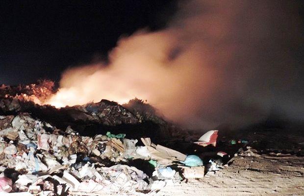 «Άσβεστη» η φλόγα των σκουπιδιών στη Μεσαρά!